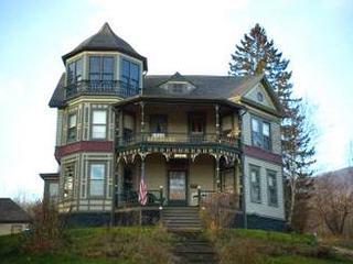 (photo: Catskill Lodge)