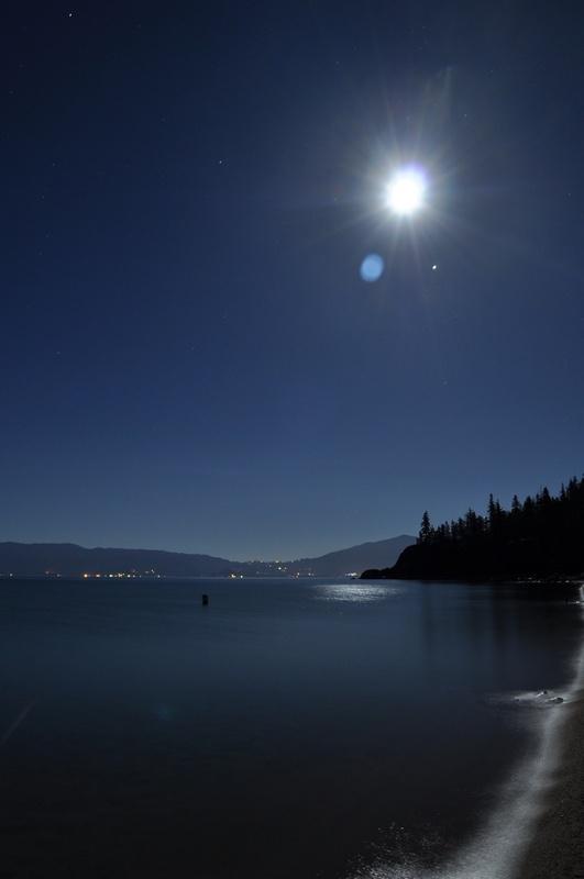 Lake Tahoe (photo © Justin Smith / Wikimedia Commons, CC-By-SA-3.0)