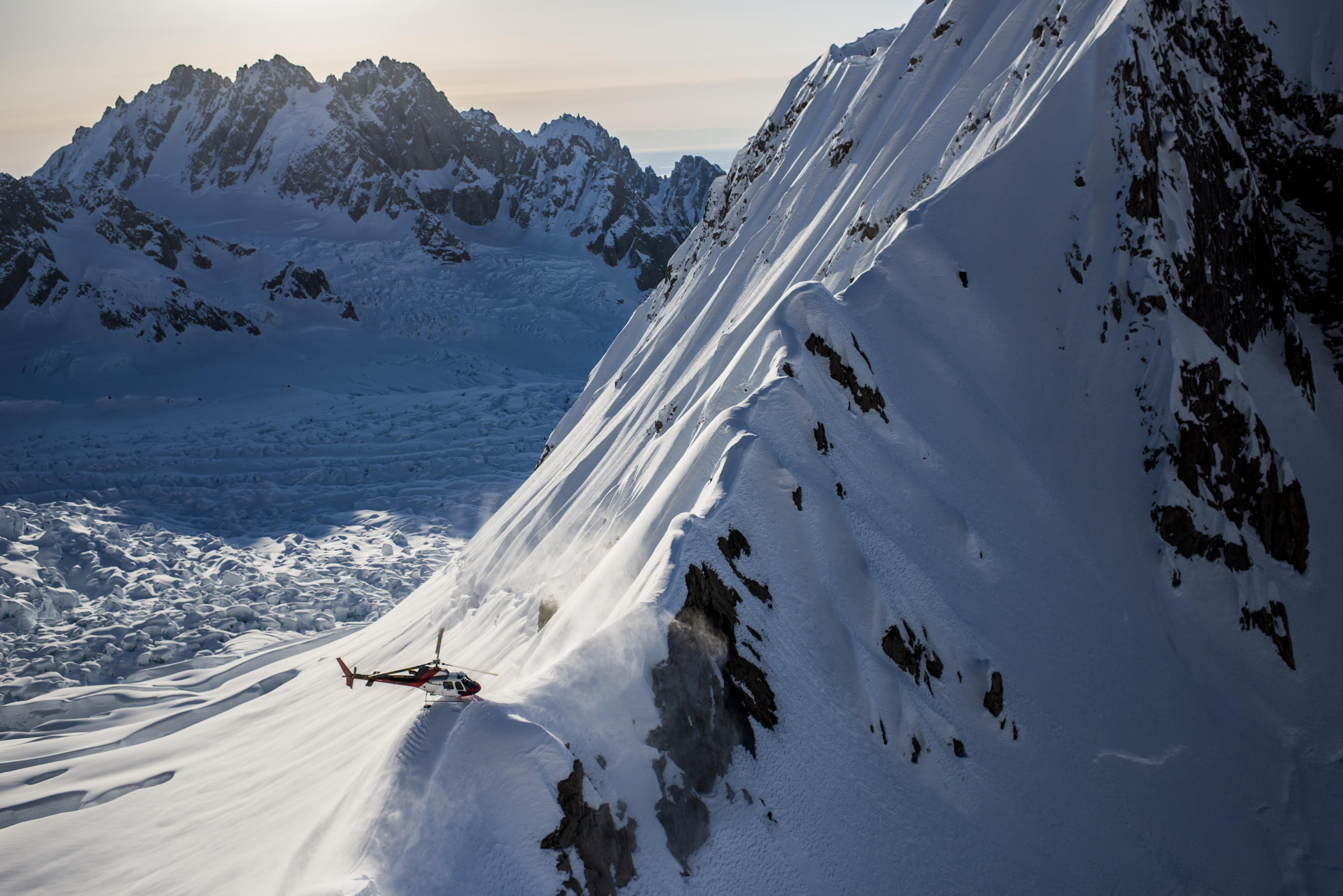 A heli sets down in the Tordrillo mountains in Alaska. (file photo: Red Bull Media House)