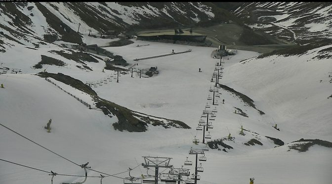 There's still plenty of snow to keep The Remarkables open another week. (webcam image: NZSki)