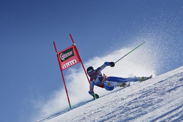 Gut builds big 1st-run lead in season-opening giant slalom