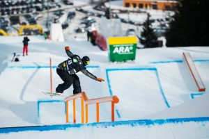 Mons Roisland of Norway goes for the win on Saturday in  Kreischberg, Austria. (photo: Miha Matavz/FIS)